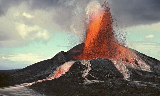 De erupterende vulkaan