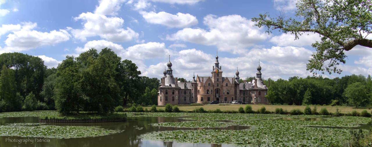 Panorama foto van het kasteel van Ooidonk
